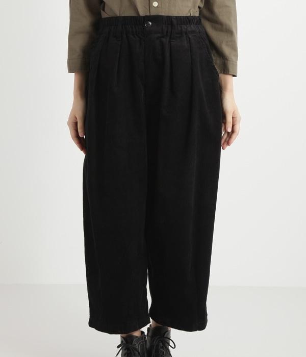 コットンコーデュロイ裾タックワイドパンツ(C・ブラック)