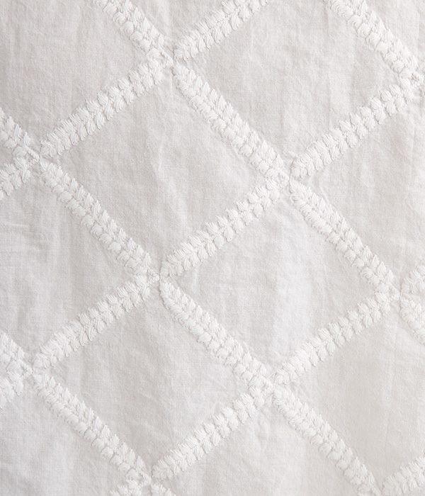 コットンローン矢羽刺繍柄フリル衿2wayブラウス(A・オフホワイト)