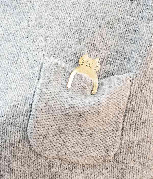 ポケットねこのブローチ(カラー1)
