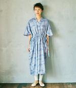 【リンネル別注】kazumiさん×marble SUD ミズキ柄のサイド絞りワンピース(A・ブルー)
